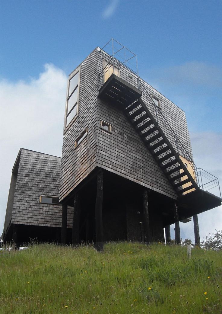 Ubicación: Huei-hue, Chiloé, Chile  Arquitectos: Eugenio Ortúzar, Tania Gebauer  Colaboradores: Arq. María Teresa de la Fuente  Superficie construida: 157 m2