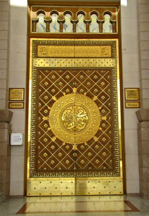 laura—sofia:    Mosque in Madina, Saudi Arabia. (by smrafiq)