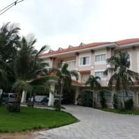 Con Dao Resort offers 10 bungalows along with free Wi-Fi and private parking.