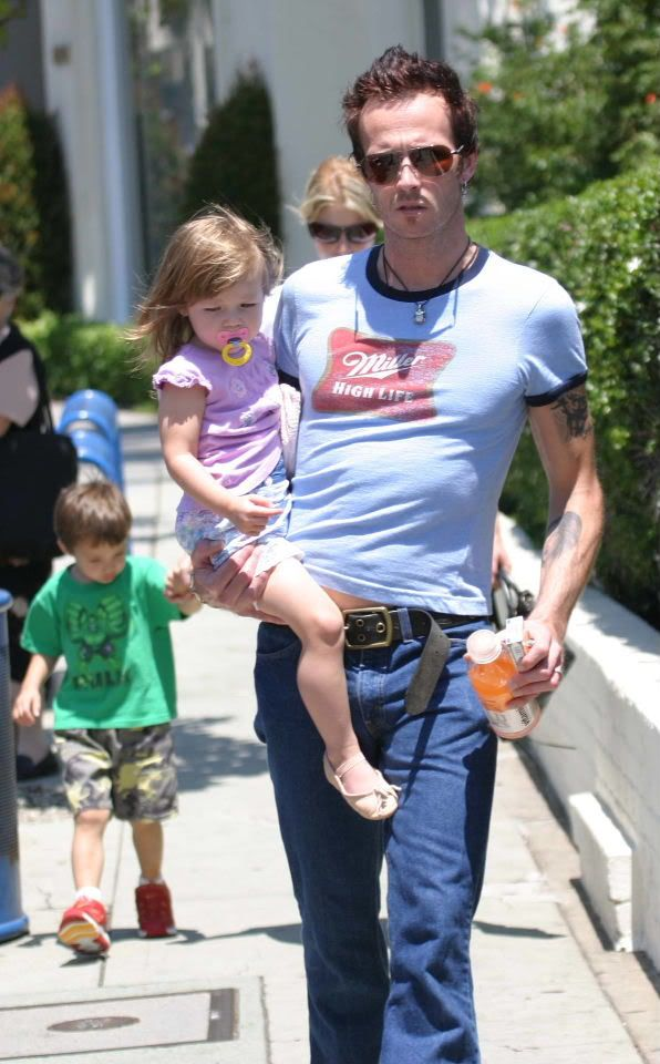 Scott Weiland with kids