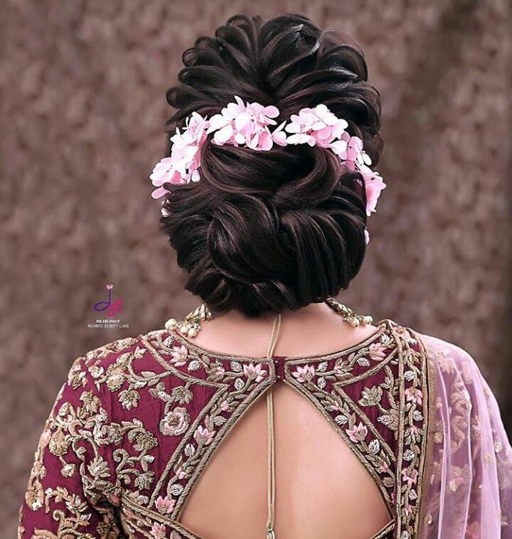 Pin By Sumitra Desai On Indian Bride Hairstyle Bridal Hair Buns Floral Hair Pieces Bridal Hair Veil