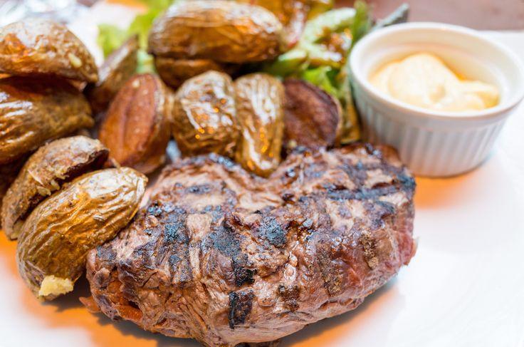 Biff med béarnaise er ansett som helgemat og kosemat for de fleste, spesielt på grunn av det høye fettinnholdet i sausen.   Denne retten har imidlertid rikelig av de fleste vitaminer og mineraler...
