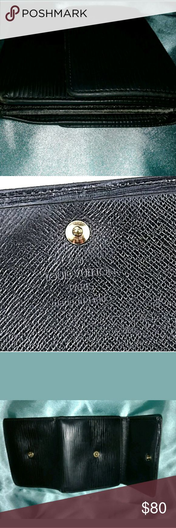"""Louis Vuitton EPI BiFold Mens Wallet Authentic Louis Vuitton Wallet  Material: Leather  Color: Black  Model: EPI Bi-Fold Wallet  Date Code: CA0916  Measurements: Closed: 4.25"""" x 4"""" x .75""""  ..............Open: 10"""" x 4.25"""" x .25""""  Exterior: Very Good to ExcellenFrom What I Can Yell, Peeling of the Interior is Common  Interior: Good with Some Peeling-Please See ALL Photos  Date Code is Worn and a Little Hard to Read; Located Inside Plenty of Room For Credit Card/ID with 6 Slots  All Our…"""