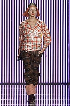 John Galliano Fall 2001 Ready-to-Wear Fashion Show - Lindsay Frimodt, John Galliano