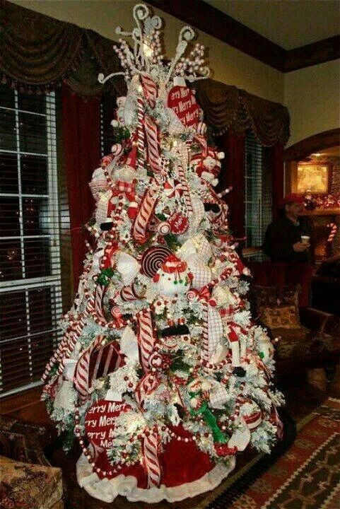 Beautiful Christmas Decorated Living Rooms: Beautiful Red & White Christmas Tree