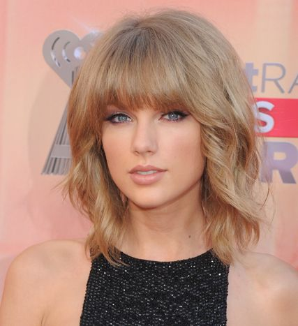 Taylor Swift in chic blunt bangs