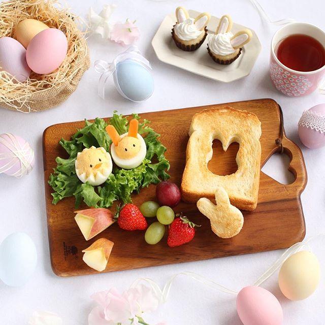 * 2016.3.13 . 今晩は♩ @igersjp さんの企画で、イースターを テーマに写真を撮影させて頂いています。 . . キリストの復活と共に、冬から春へ 変わる季節をお祝いする祭日である イースター。 その象徴は、うさぎと卵ということで イースターエッグはパステルカラーで塗り レースやリボンをつけて遊んでみました。 . . これから日本でもハロウィンみたいに 定着していきそうですね。 . ちなみに今年のイースターは 3月27日だそうですよ〜♩(毎年変わります) 皆さんも楽しんでみませんか?☺️ . . #easter #イースター #2016easter #2016イースター #spring .