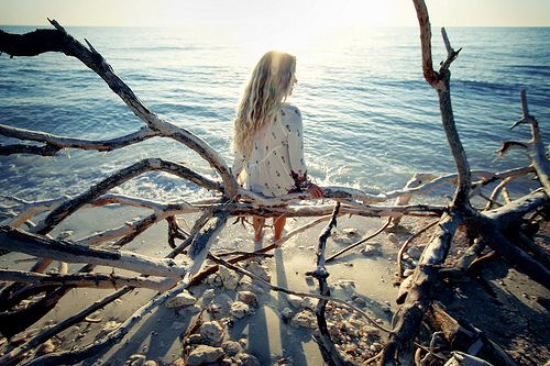 lingering: Driftwood, Best Friends, Sun Ray, Beaches Pics, Fabrics Manipulation, Sea, Quiet Places, Beaches Fashion, Beaches Pictures