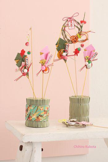 2本で100円のピックはダイソーのもの。 ワラにさすだけでこんなにオシャレなお正月飾りに。