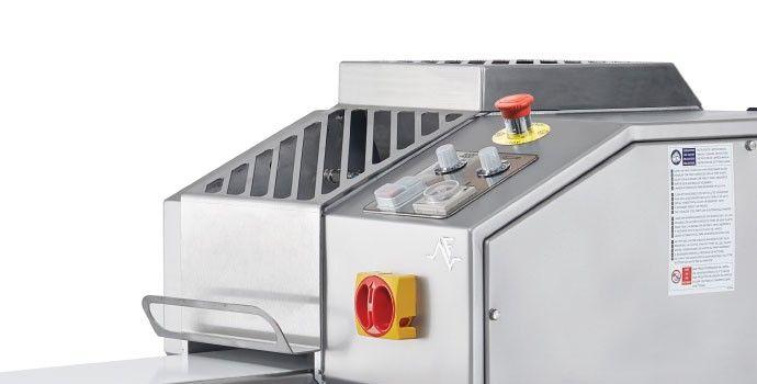Extrusora de massas - Ferneto / Dough extruder - Ferneto / Extrusionadora de masas - Ferneto / Extrudeuse pour pâte - Ferneto /