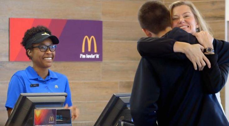 Da McDonald's il conto si paga in abbracci---> bit.ly/1CuxStQ