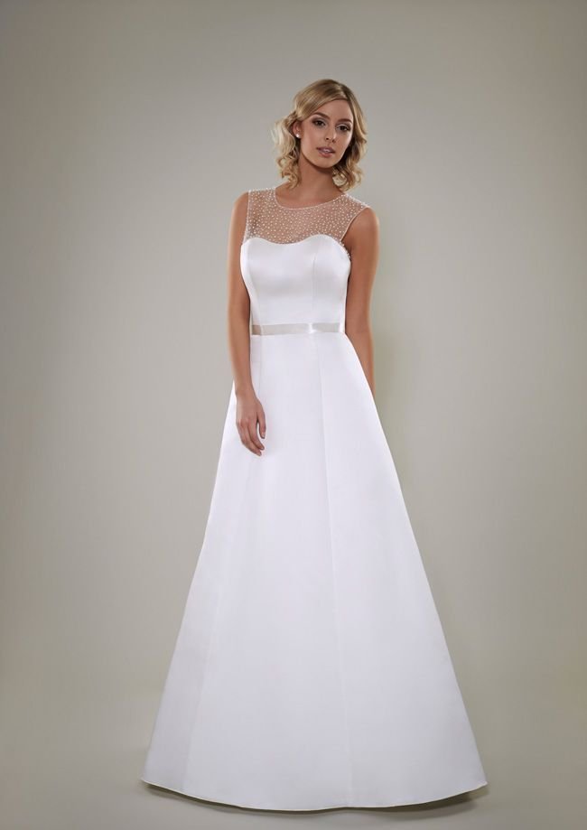 Leichte Brautkleider, perfekt für den Sommer, von Pure Bridal ...