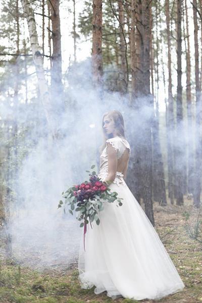suknia ślubna i bukiet ślubny