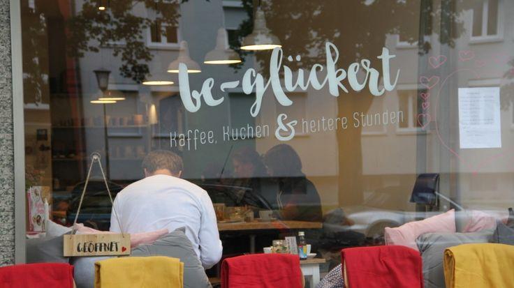 Café be-glückert      Adresse Deisenhofenerstr. 40 Postleitzahl 81539 Telefon 08926010730 Öffnungszeiten Dienstag - Samstag 10-18 Uhr E-Mail http://www.be-glueckert.de/