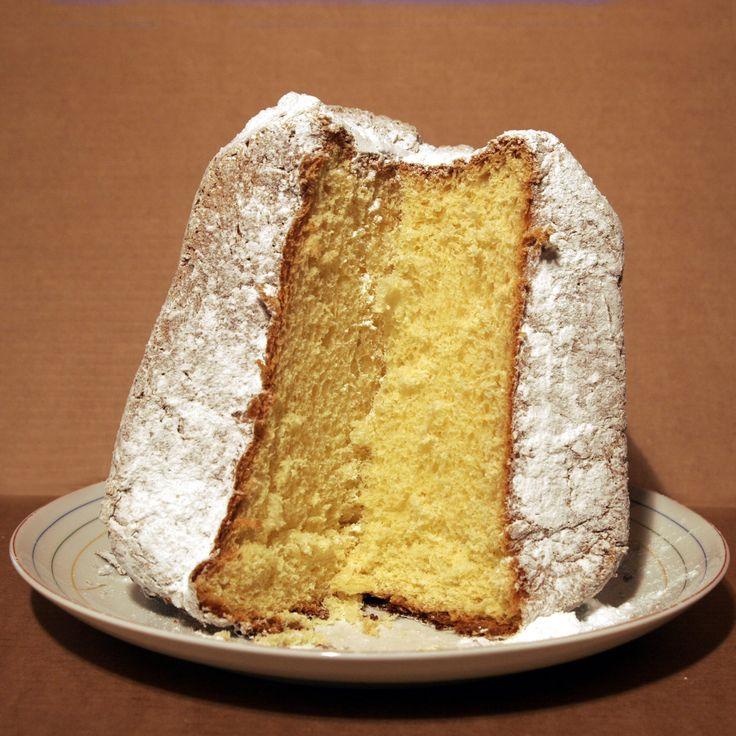 パンドーロ Pandoro  麦粉、砂糖、卵、バター、カカオバター、酵母で作られた、黄金色のパン。