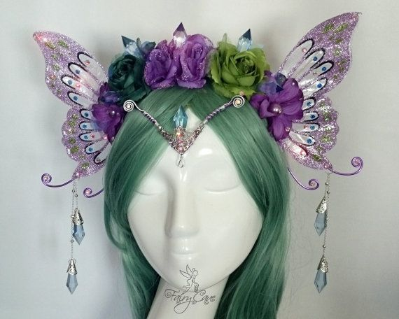 It´s a unique piece and there is only one!! T he wings are made of resin, glitter and rhinestones, and the crown is made with fabric flowers and resin prisms. Perfect for your spring or summer costume and summer festivals