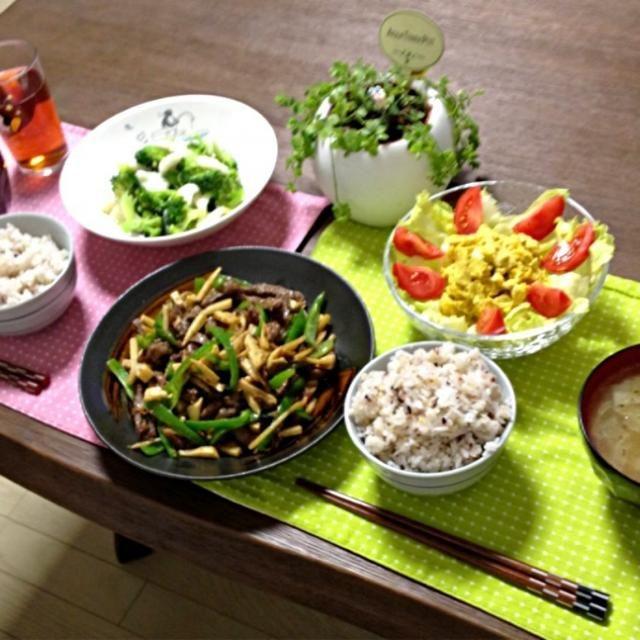 雑穀ご飯、始めてお家で炊いたよ。美味しかったよ。 (^ν^) - 19件のもぐもぐ - 青椒肉絲、イカとブロッコリーの生姜炒め、かぼちゃのカレーマヨサラダ、キャベツ中華スープ、雑穀ご飯 by pentarou