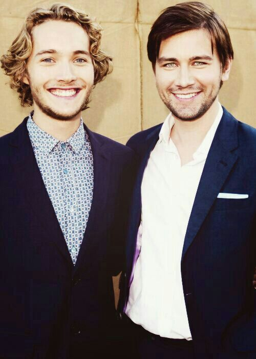 two gorgeous men from the CW show Reign :)