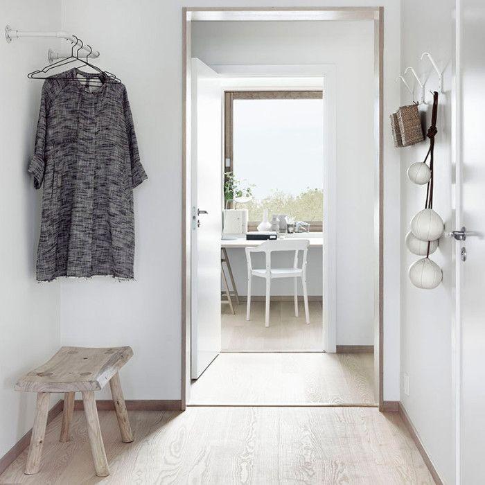 Byt ve skandinávském stylu v kombinaci bílá - světlé dřevo