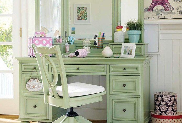 """Yatak odasında bir """"güzellik merkezi""""… Tuvalet Masaları...  Tuvalet masaları, yatak odasında hemen her ünite gibi işlevsel özellikleri ile öne çıkıyor. Ancak bu ürünü farklı kılan bir özellik var."""