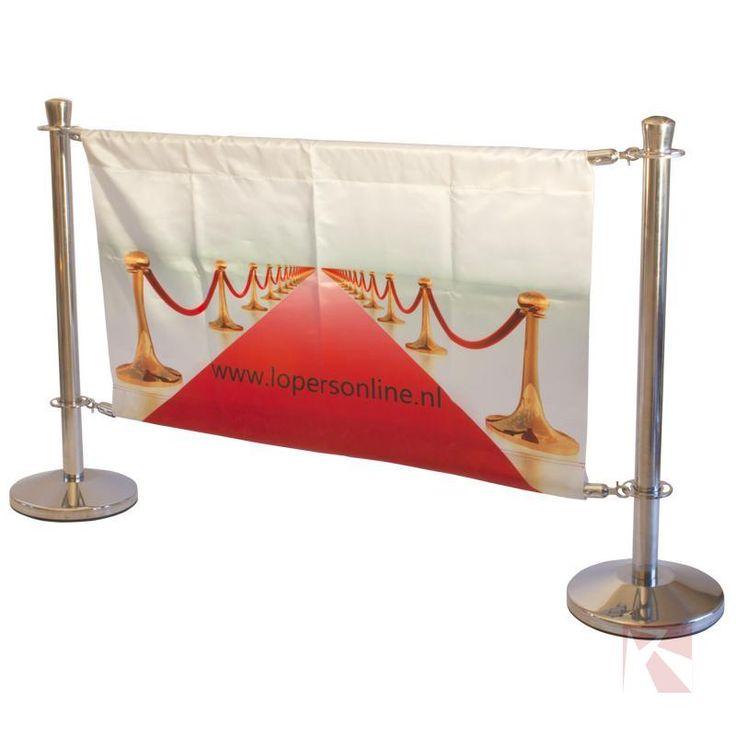 Afzetpaaltjes met banner