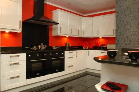 To get new classy look to your kitchen try this white high gloss shaker style for it. This set is made with solid granite worktops, black glass oven, hob, extractor, handles, hinges, soft closing drawers and this is for sale in Alford of UK.