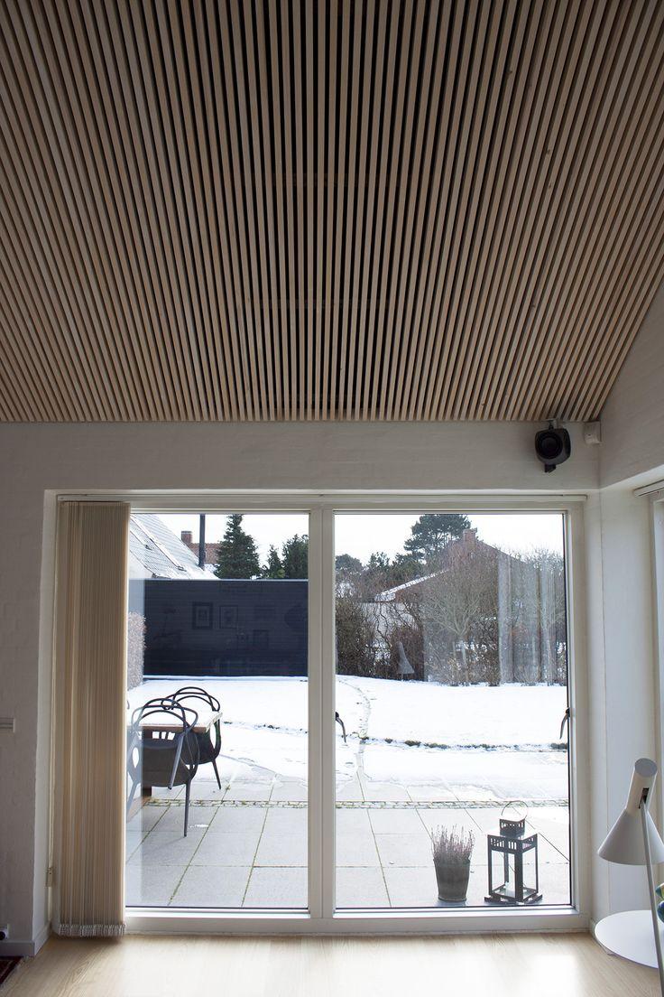 Listeloft-reference-rjarkitekt-akustik-træ-totalrenoveret villa - IMG_9570 - udsnit vindue