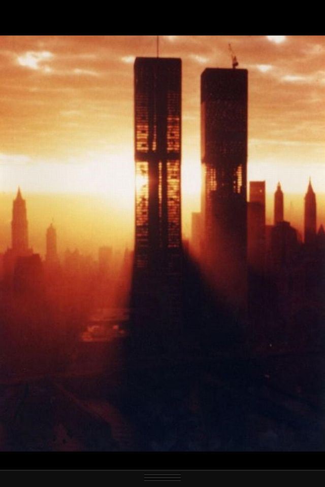 Amazing picture of the Twin Towers. Never Forget 9/11/2001