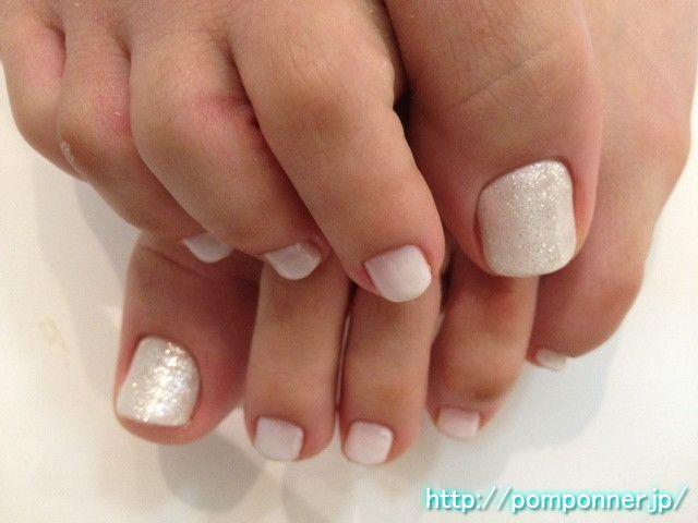 薄いホワイトを全体に塗ったフットネイル Foot Nail painted in the entire thin white