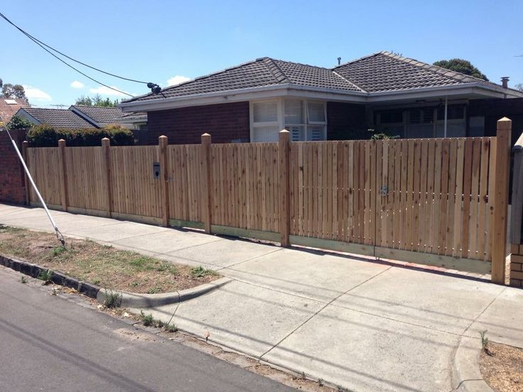 Front picket fence, vertcal picket fencing, exposed posts, double gates, driveway gate, front feature fence