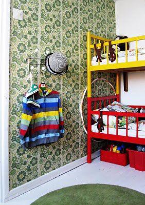 Niemen tehtaat, Finland. Vintage bed for kids.