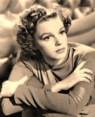 Judy Garland (born Frances Ethel Gumm; June 10, 1922 – June 22, 1969) was an American actress, singer and vaudevillian. Description from deathphotosoffamouspeople.blogspot.com. I searched for this on bing.com/images