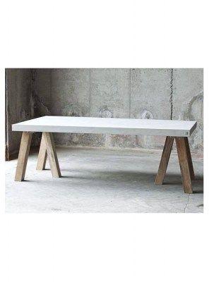 Tavolo design effetto cemento con gambe legno