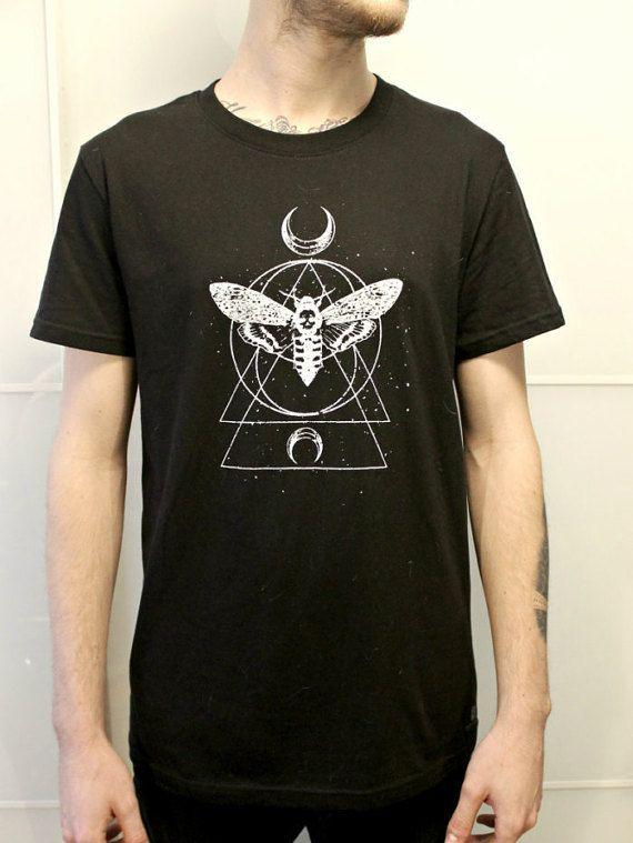 Moth Geometric Tattooo T-Shirt Handmade por EbonyAnchor en Etsy