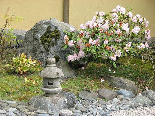 1000 images about japanese lanterns pagodas on pinterest for Small japanese garden designs