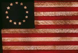 1777: USAs første flagg, med 13 stjerner som representerte hver sin koloni.
