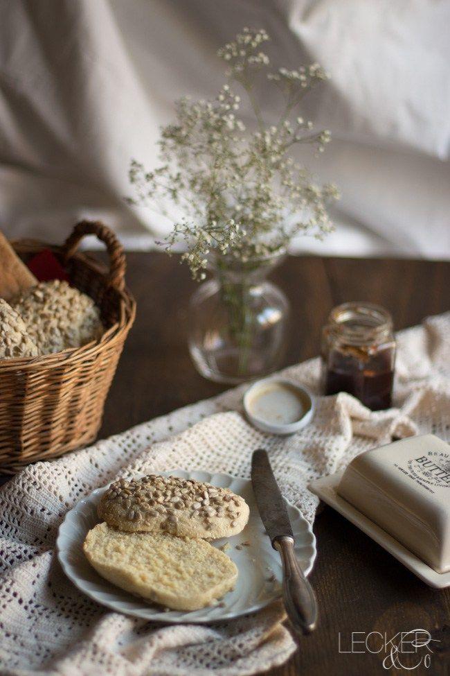 Wollt ihr mal wieder was besonderes zum Frühstück essen? Dann backt doch mal diese Dinkel Hirse Brötchen nach, sie sind vollwertig und lecker.
