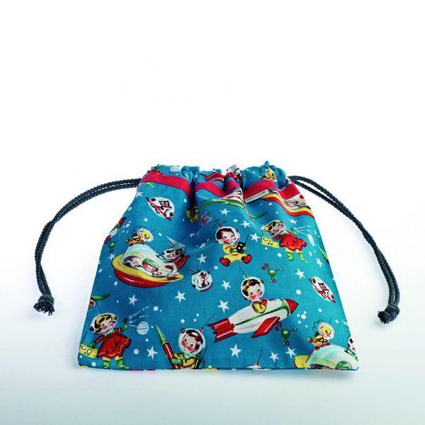 Bolsita de merienda realizada en tela de algodón ideal para guarderías o colegios. Estampado espacia