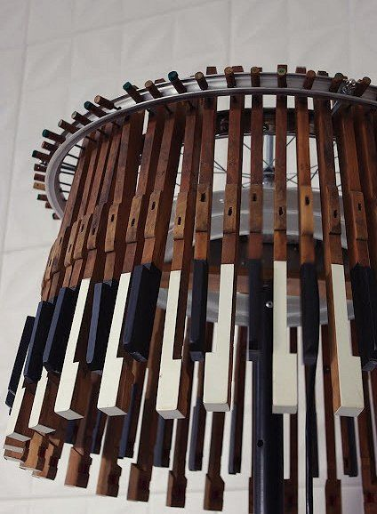 Ideas for reusing the piano keys - make an inventive light/chandelier