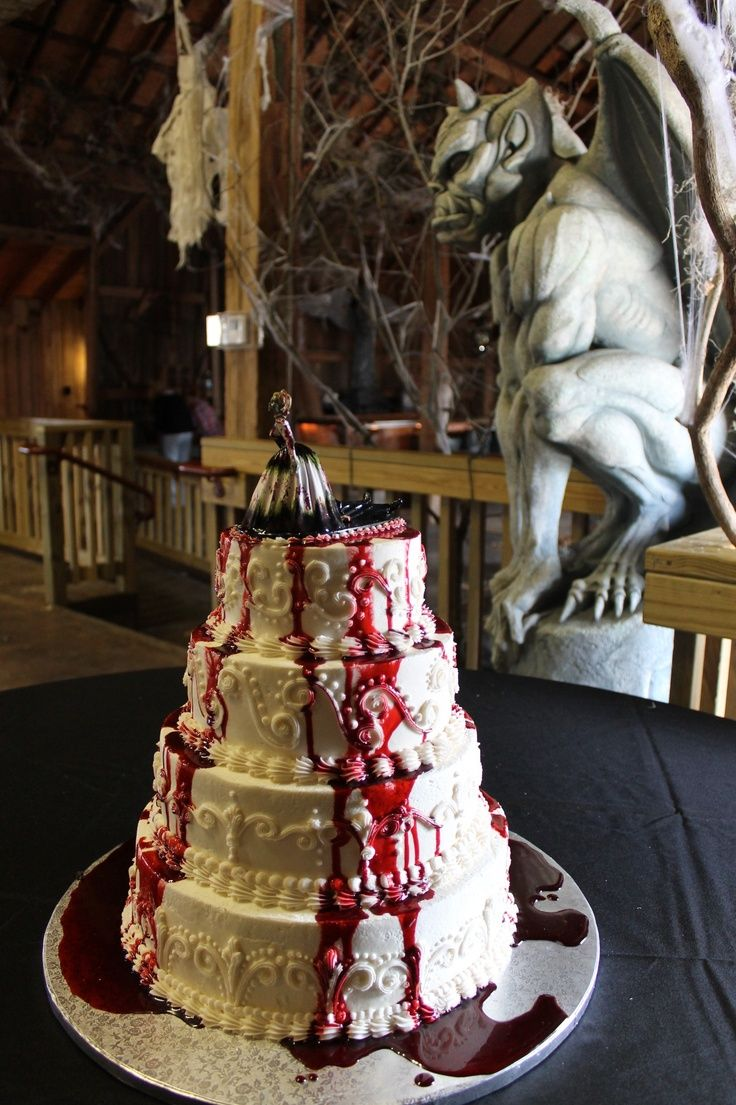 Impressively spooky halloween wedding cakeNice Cake, Stuff, Food Cake, Impressions Spooky, Halloween Weddings, Halloween Wedding Cakes, Spooky Halloween, Halloween Cake, Hallowedding Cake