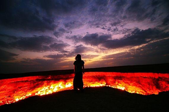 まるで映画の世界!トルクメニスタンの地獄の門がこの世のものとは思えない!