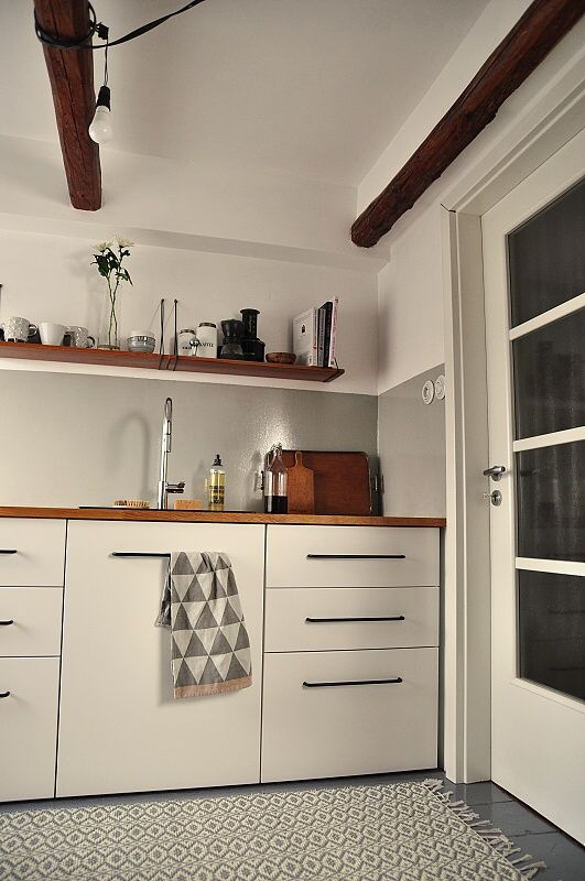 white kitchen retro http://enelavie.blogspot.cz/search?updated-max=2015-03-16T22:58:00+01:00