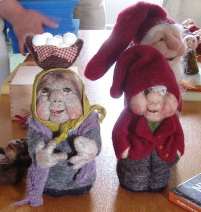 Now I know how to make people!  And lips and noses, which can branch off to jackets and shawls... it is AWESOME!