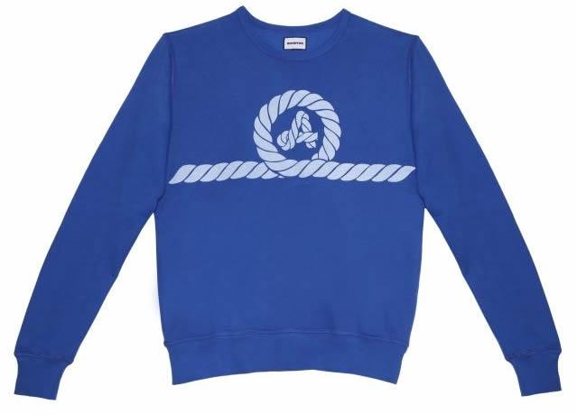 CLICK TO BUY - Sudadera Amarras. Una prenda que se convirtió en un básico de los 80 y ahora vuelve a estar en la calle.