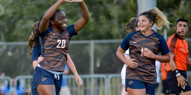 Gallery Story Utep Soccer Starts Season In Dominating Fashion Beating Lubbock Christian 6 1 El Paso Herald Post Soccer Soccer Team Fashion