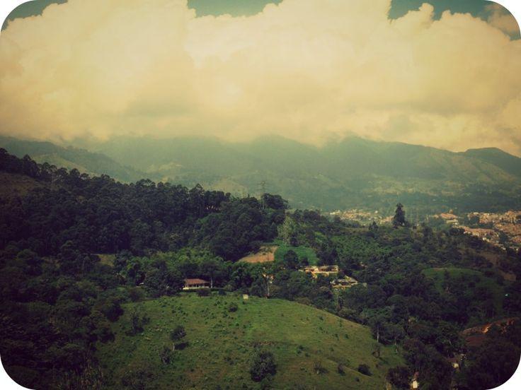 """""""Cobija de cuna #Paisa """" ... De la #montaña vengo de la montaña soy. #Medellin #Antioquia"""