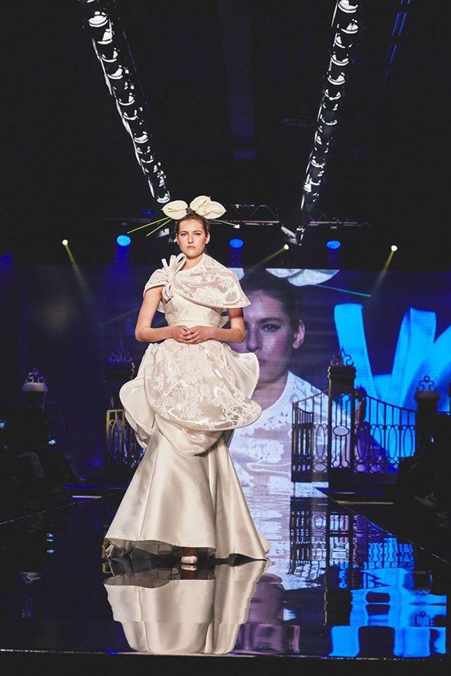 Quando la moda abbraccia la tradizione. Le passerelle per la sposa 2017 hanno proposto dei classici intramontabili come mantelle e cappe. Con una grande varietà di tessuti, lunghezze e geometrie. www.matrimoniopartystyle.it IL TROVA LOCATION SU MISURA PER VOI
