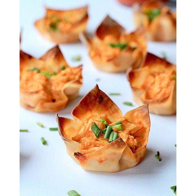 A healthy bite size twist on a Super Bowl classic, Skinny Buffalo Chicken Wonton Cups! Come and get…