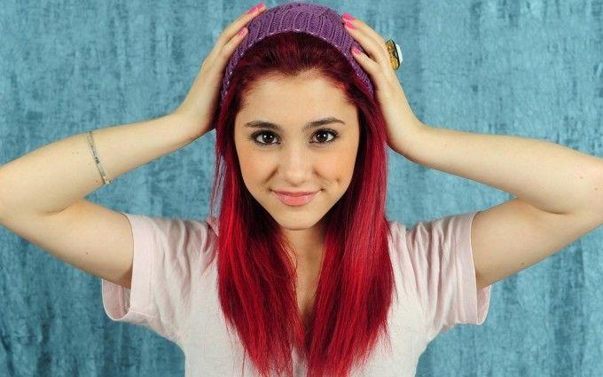 Ariana Grande Smiling HD Wallpaper