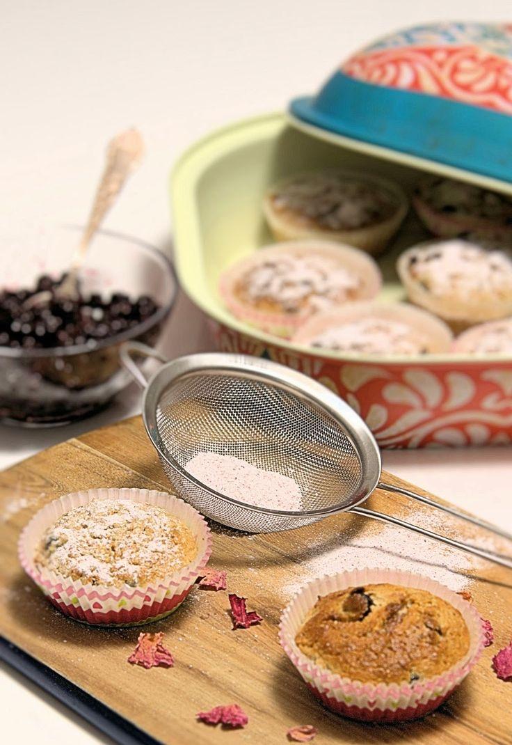 szczypta smaQ: Muffiny cassis z różanym pudrem